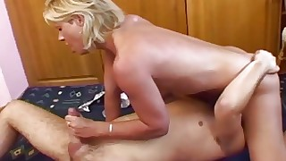 Old & Young - mom spreading for her horny stepson