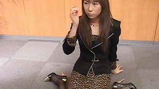 Alluring japanese babe swallows cocktail of cum
